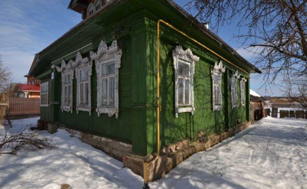 Жилой бревенчатый дом в центре села Раменье! Газ подключен.